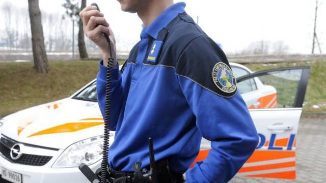 Ist dieser Lausanner Polizist echt oder falsch? (Symbolbild)