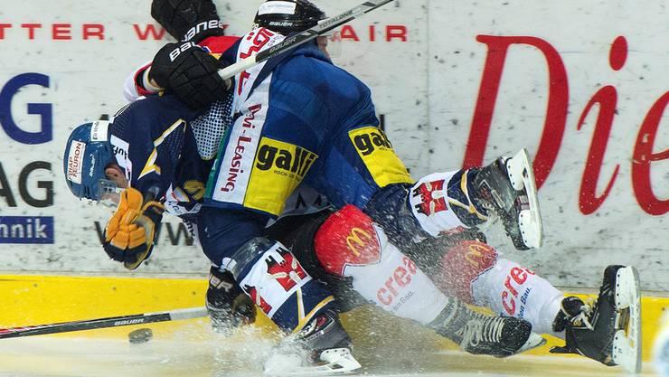 Marco Schüpbach (unten) fällt verletzt aus.
