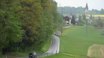 Der Laubisbach bei Wohlenschwil wies kürzlich erhöhte Nitratwerte auf. Es wird befürchtet, dass sich das auf das Grundwasser auswirken könnte. Archiv