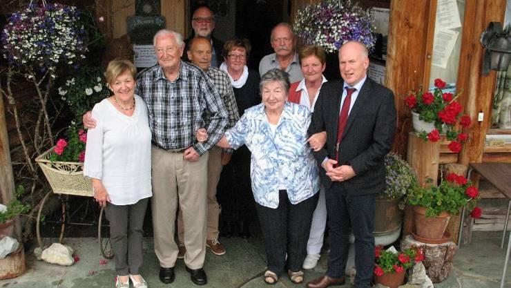 Die sechs geehrten Bürgerinnen und Bürger 2018, die ältesten Reisenden und der Bürgergemeindepräsident.