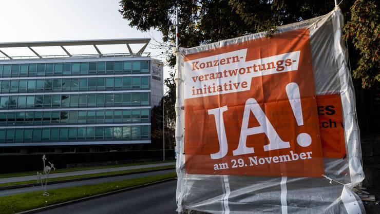 Wie weit die Verantwortung von Konzernen für Tätigkeiten ihrer Tochterfirmen im Ausland gehen soll, wird nicht nur in der Schweiz heftig debattiert.