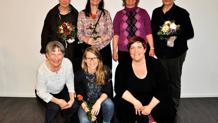 obere Reihe: Regula Matthys, Janine Bobillier (Vorstand), Eva Marti (Präsidentin), Beatrix Mathiasen untere Reihe: Doris Züst (Vorstand), Nadia Seiler (Geschäftsstelle), Sandra-Anne Göbelbecker (Vorstand)