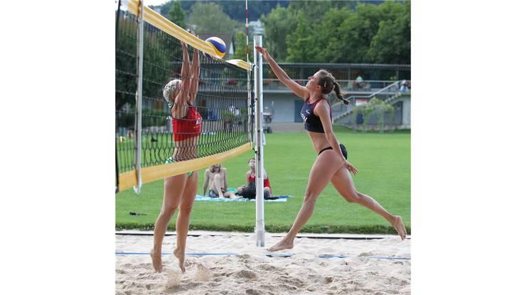 Laura Mählmann (r.) greift im Final gegen die Liechtensteinerinnen an