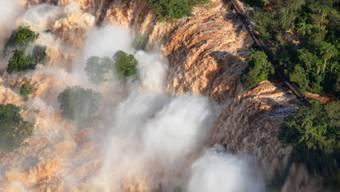Die Iguazú-Wasserfälle mit rekordhohem Wasserstand