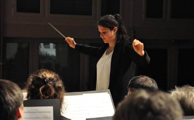Die charmante Dirigentin Julia Benz