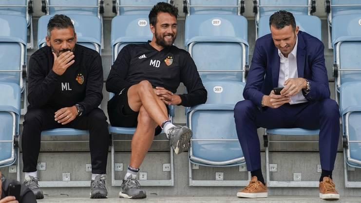 Matías Delgado (Mitte) und Marco Streller (rechts) sind seit ihrer gemeinsamen Zeit als Spieler beim FC Basel gute Freunde. Und sie sind dies auch geblieben, als Streller Delgados Chef wurde.