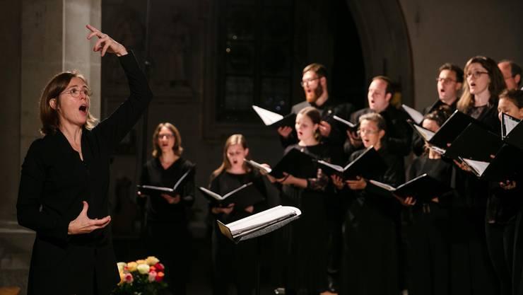 Der Chor Collegium Vocale zu Franziskanern Luzern unter der musikalischen Leitung von Ulrike Grosch beim Konzert in der Franziskanerkirche Luzern am Samstag, 19. Oktober 2019. (Bild Philipp Schmidli)