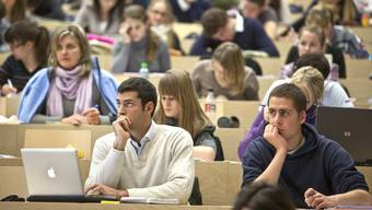 Im Kanton Aarau haben viel weniger Studierende ein Stipendium als Kredit beim Kanton aufgenommen als erwartet. (Symbolbild)