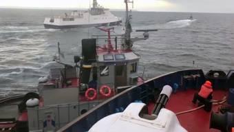 Ein Video-Screenshot zeigt den Zusammenstoss eines russischen und eines ukrainischen Boots.