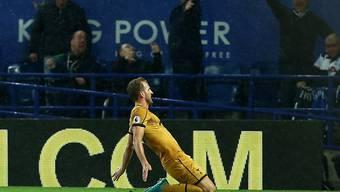 Tottenhams Vierfachtorschütze Harry Kane lässt sich von den Fans feiern