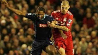 Liverpools Martin Skrtel (r.) im Duell mit Stoke Citys Salif Diao