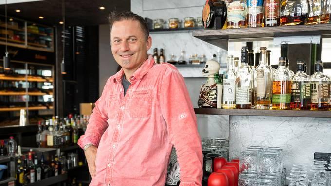 Stefan Bütikofer in der renovierten Rossini-Bar.