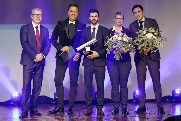 NAB Award 2018: vl. NAB-CEO Roland Herrmann, Moderator Sven Epiney, Aargauer des Jahre Oliver Hegi und die knapp unterlegenen Kandidaten Franziska Aellen und Pascal Jenny.