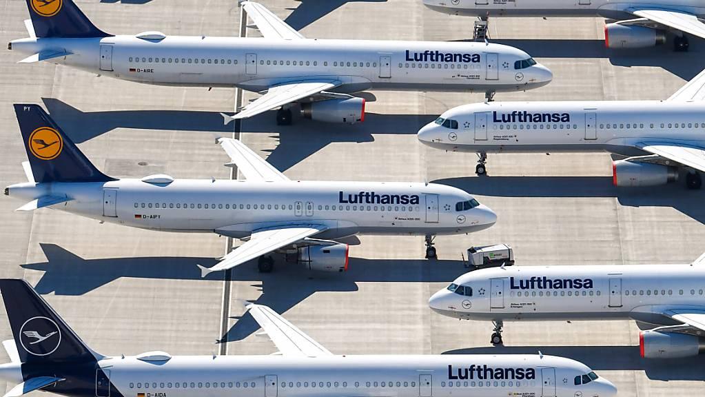 Flotten und Führungsgremien sollen verkleinert werden: Der Swiss-Mutterkonzern Lufthansa hat weitere Einsparungen beschlossen. (Archiv)