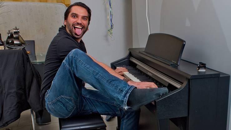 Alain Boog nimmt beim Klavierspielen auch mal die Füsse zur Hilfe. Emanuel Freudiger