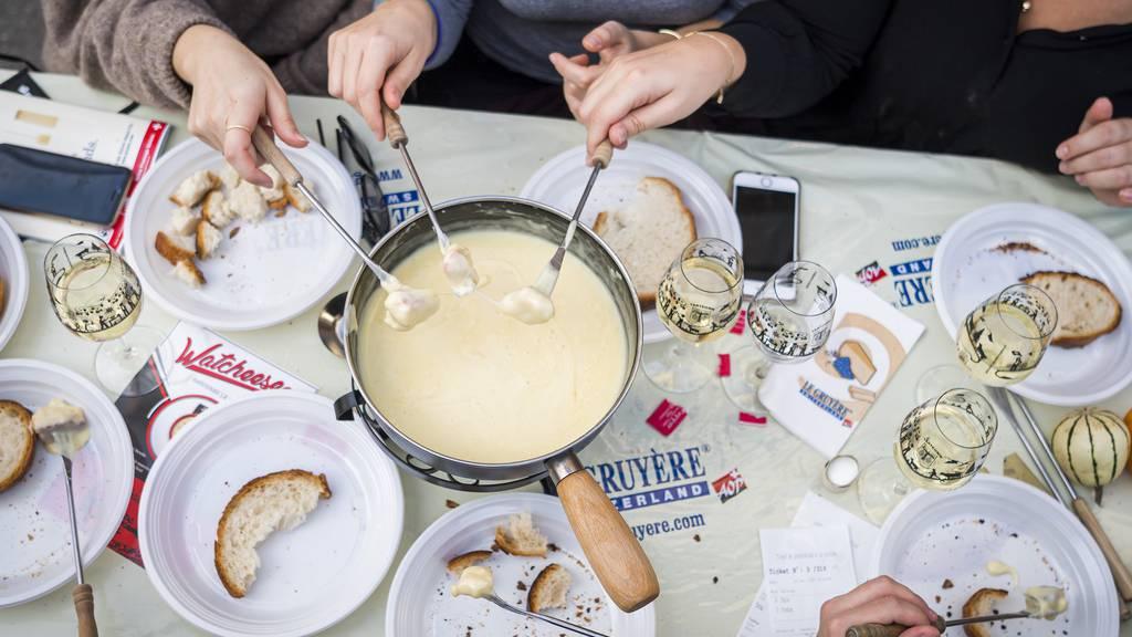 120 Leute kämpfen um Titel des besten Fondue-Kochs der Welt