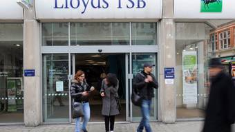 Die Grossbank Lloyds will offenbar tausende Stellen streichen (Archiv)