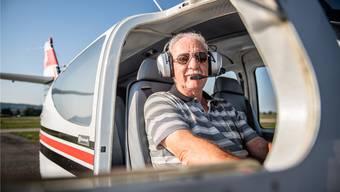 Das Flugzeug ist sein Arbeitsplatz: Fluglehrer Tony Birrer.