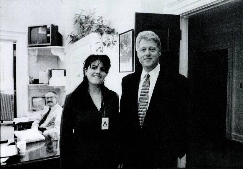 Monica Lewinsky und Bill Clinton 1995 im Weissen Haus. (KEYSTONE/EPA/Independent Counsel)