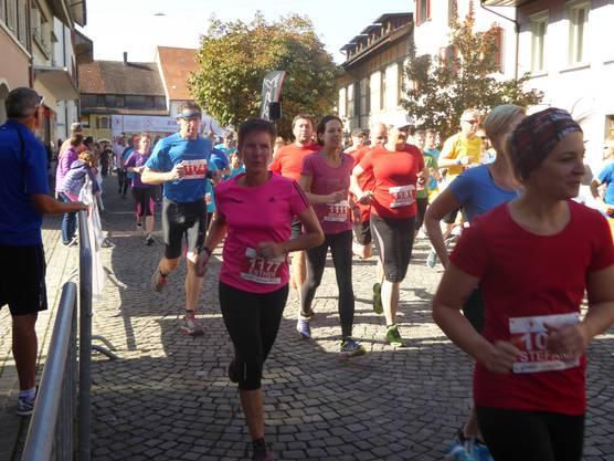 Die Teilnehmerinnen und Teilnehmer massen sich auf der kleinen (5 Kilometer) und der Hauptstrecke (11.5 Kilometer)