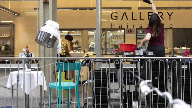 Besitzer von Coiffeursalons dürfen ihre Geschäfte am 27. April wieder aufnehmen, erhalten aber dennoch bis am 16. Mai Erwerbsersatz vom Bund.