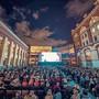 4300 Zuschauer strömten im letzten Jahr an den fünf Filmabenden auf den Schalanderplatz.