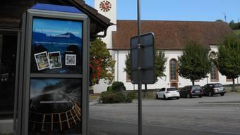 «Hier entsteht die ‹Gut-gemacht-Maschine›», heisst es seit dieser Woche auf der Telefonkabine im Ortsteil Mettau.