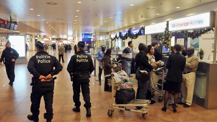 Der Flughafen Brüssel-Charleroi gilt nicht als besonders sicher - trotz Polizeipatrouille. Der Valoren-Transportweg via Flugzeug dagegen schon.