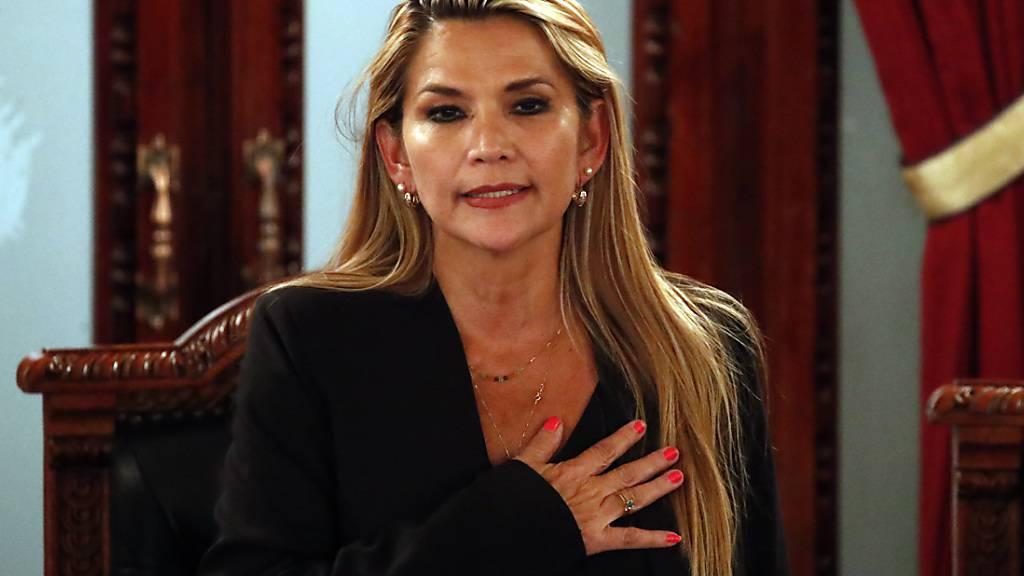 Senatorin Añez erklärt sich zur Interimspräsidentin