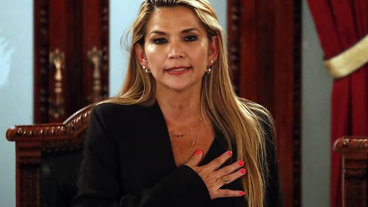 Die bolivianische Senatorin Jeanine Añez erklärte sich während einer Parlamentssitzung zur Interimspräsidenten des Landes.