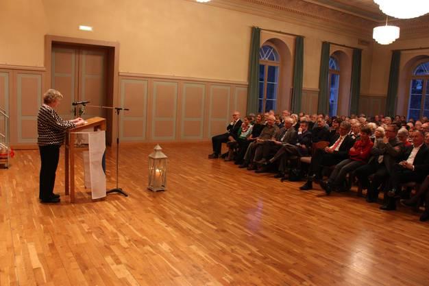 Die neue Präsidentin des Einwohnerrats, Marianne Tribaldos, bei ihrer Neujahrsrede im alten Gemeindesaal Lenzburg