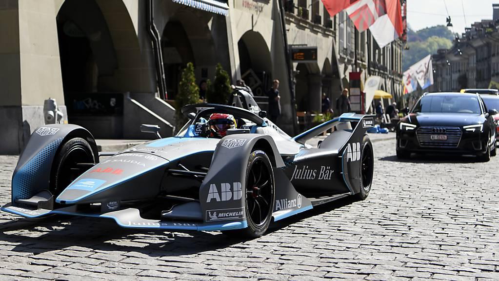 Der Schweizer Formel-E-Fahrer Sebastien Buemi auf Werbetour vor dem Rennen in Bern. Mittlerweile stecken die Veranstalter in finanzieller Schieflage.