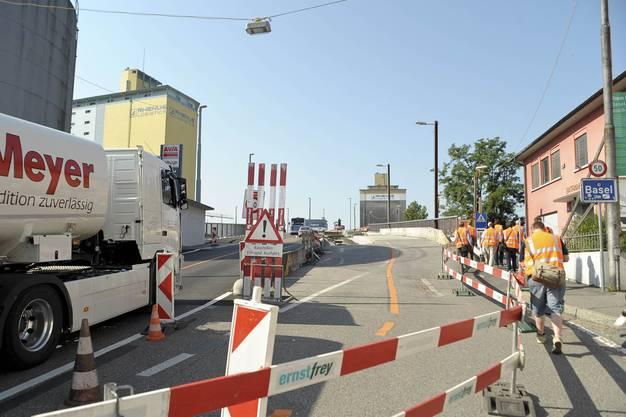 Neue Verkehrsführung bei der Hiltalingerbrücke.