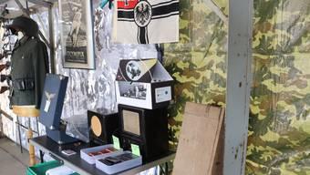 Nazi-Symbole an Börse des Militärmuseums Full