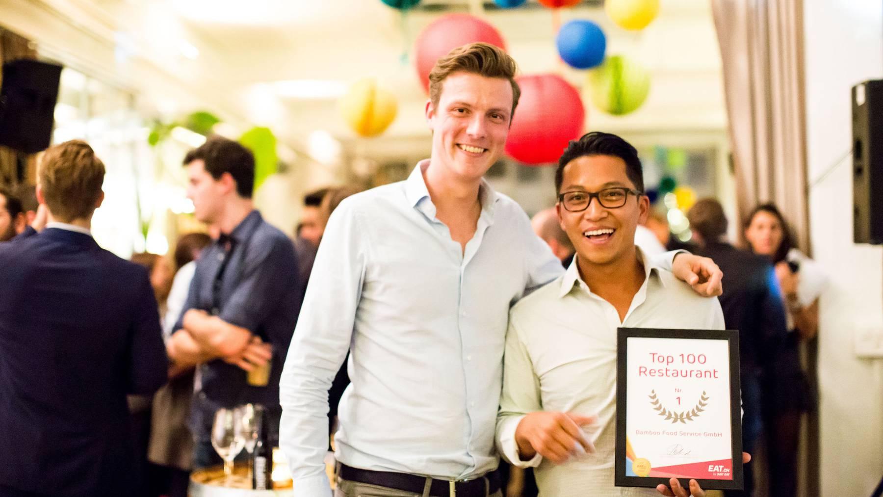Bamboo-Firmenchef Huu Trùc «Howdy» Mai (rechts) und Dominic Millioud, Country Manager Schweiz von Eat.ch, an der Preisverleihung im vergangenen Jahr.