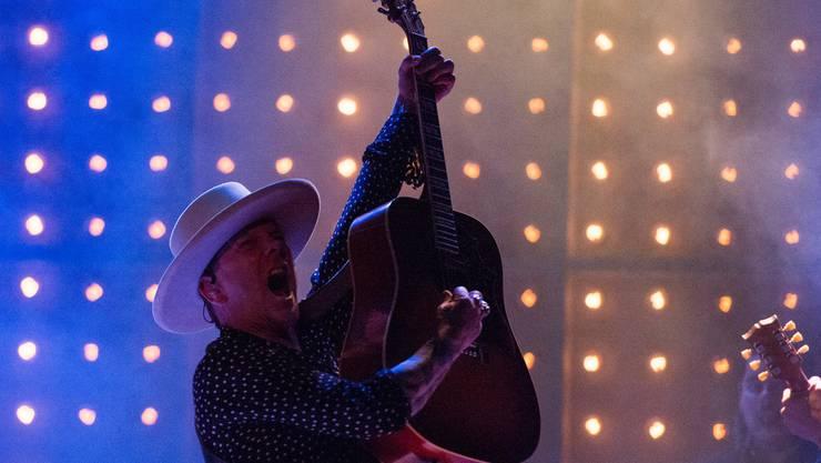 Der Filmstar als Rockstar - aber in Echt, nicht im Film: Schauspieler Kiefer Sutherland steht als Country-Musiker auf der Bühne, am 23. Juni auch auf jener des Trucker&Country-Festivals in Interlaken. (Archivbild)