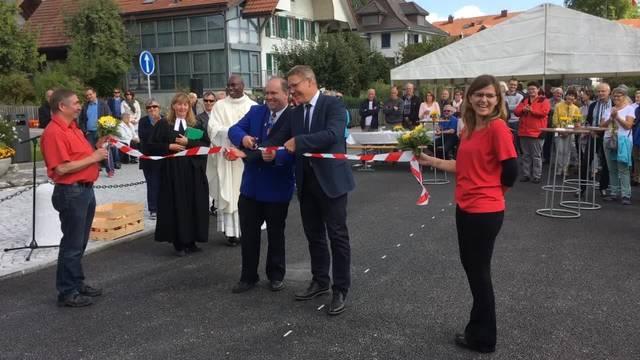 Feier in Aeschi: Die Gallishofstrasse wird gesegnet und eingeweiht