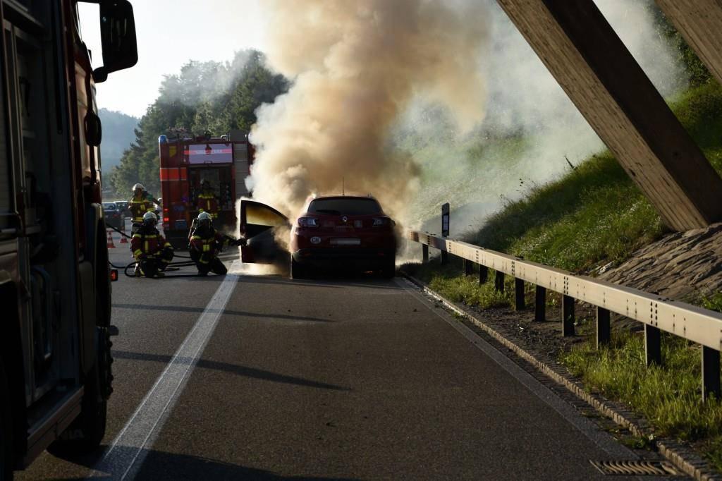 Auto brannte auf der A1