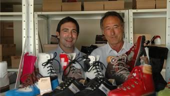 Geschäftsführer Marc Ammann mit seinem Vater Rolf im Lager des Firmensitzes in Oberentfelden. kus