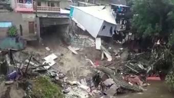 Bei schweren Unwettern in El Salvador sind mindestens 15 Menschen ums Leben gekommen. Mehrere Menschen werden noch vermisst. 7200 Personen wurden evakuiert.