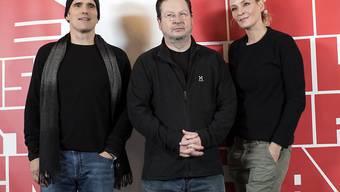 """Lars von Trier (M) mit seinen Hauptdarstellern Matt Dillon und Uma Thurman. Der gemeinsame Film """"The House that Jack Built"""" zehrt an seinen Kräften."""