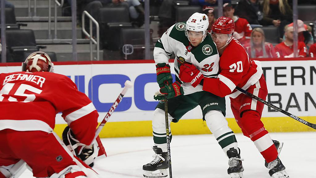 Minnesotas Kevin Fiala (am Puck) war von den Detroit Red Wings kaum zu stoppen