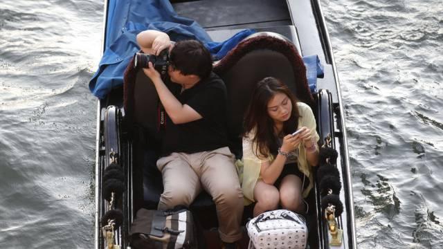Sie warten in Venedig auf das zurzeit berühmteste Paar