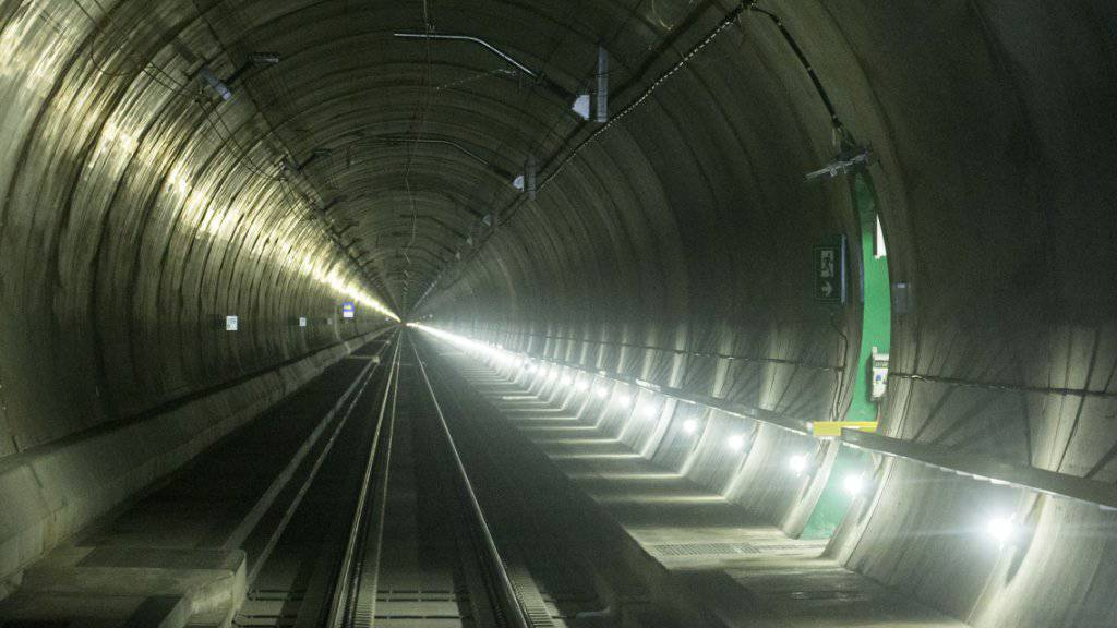 Die neue Gotthard-Eisenbahnröhre als Tourismusmagnet? Der Bund hält dieses Szenario für wahrscheinlich. Beweisen lässt es sich erst ab Ende 2016. (Archiv)