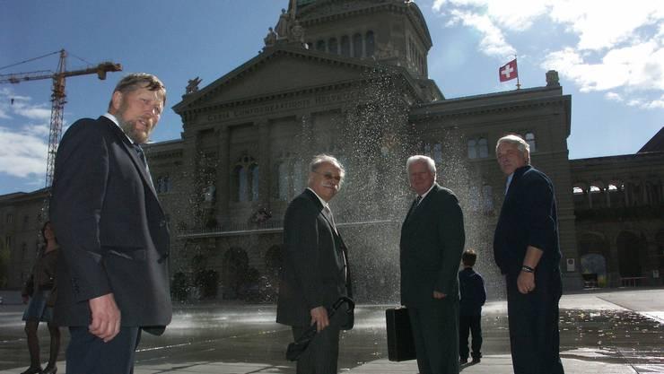 Auf nach Bern: Hanspeter Haug aus Weiningen, Paul Studer aus Oetwil mit dem Unterengstringer Alt-Gemeindepräsident Willy Haderer und Rolf Bärenbold, Finanzvorstand aus Weinigen.