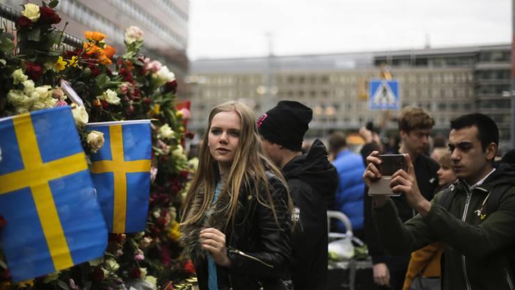 Die Anteilnahme der schwedischen Bevölkerung nach dem Lastwagen-Attentat im April 2017 war gross. Jetzt steht der geständige Täter vor Gericht. (Archiv)
