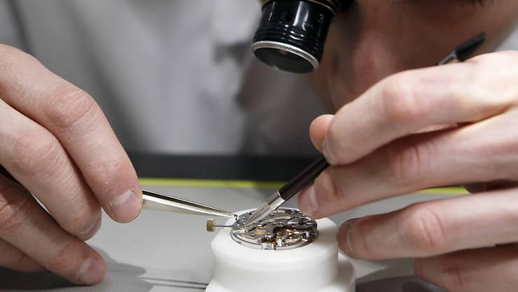 Nach einer Belebung der Nachfrage insbesondere in Asien beschäftigt die Schweizer Uhrenindustrie 2018 erstmals seit vier Jahren wieder mehr Menschen. (Symbolbild)