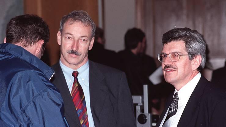 Das Bild zeigt Rainer Huber und mich am Wahltag im Herbst 2000. Es zeigt Überraschung, Freude und Genugtuung über die Wahl gleich beider CVP-Kandidaten. Man traute uns nicht zu, dass das geht. Ich war ja der offizielle, Rainer Huber der «wilde» Kandidat. Aber siehe da, es ging! Leid tat mir die Abwahl von Stéphanie Mörikofer. (Bild: Walter Schwager)