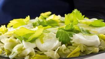 Ton in Ton, aber keineswegs langweilig: «Wildeisen»-Köchin Florina Manz bereitet «Dama bianca» zu.