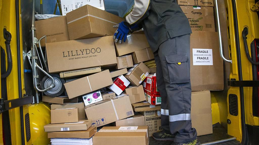 Die Logistikbranche rechnet mit weiterem Wachstum und investiert in den Ausbau der Verteilkapazitäten. (Archiv)